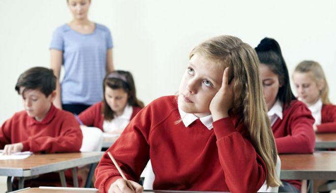 Foto: Încep examenele. Evaluare reală sau stres inutil pentru copii?
