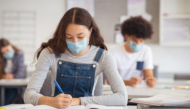 Programă şcolară redusă pentru examene. Elevii vor participa la simulări - fotofondexamenenationale2-1610292073.jpg