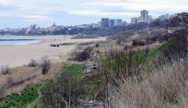 Plaje de milioane de euro, faleze de doi lei! Fără drumuri de acces şi maluri pline de gunoaie - fotofondfaleze1-1489933504.jpg