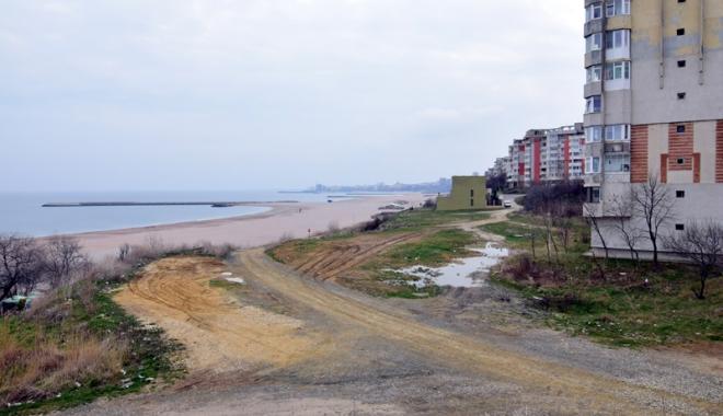 Foto: Plaje de milioane de euro, faleze de doi lei! Fără drumuri de acces şi maluri pline de gunoaie
