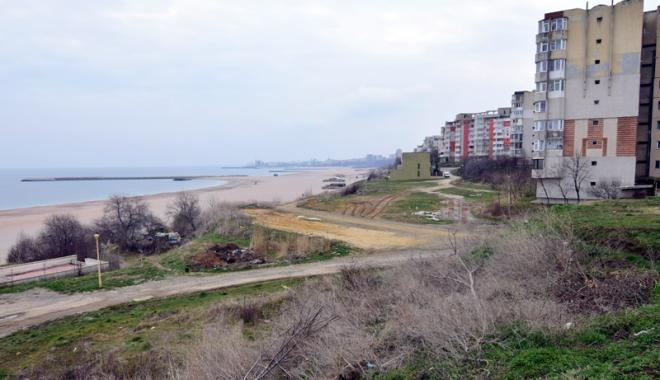 Plaje de milioane de euro, faleze de doi lei! Fără drumuri de acces şi maluri pline de gunoaie - fotofondfaleze12-1489933481.jpg