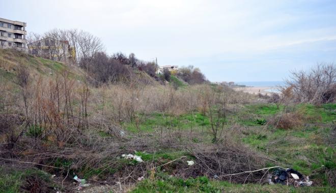 Plaje de milioane de euro, faleze de doi lei! Fără drumuri de acces şi maluri pline de gunoaie - fotofondfaleze4-1489933541.jpg