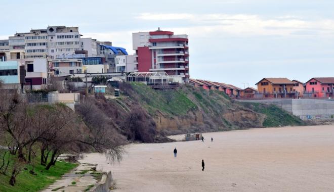 Plaje de milioane de euro, faleze de doi lei! Fără drumuri de acces şi maluri pline de gunoaie - fotofondfaleze5-1489933548.jpg