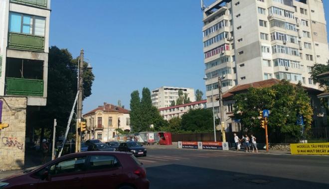 Foto: Bulevardul Ferdinand a scăpat de cablurile agăţate de stâlpi
