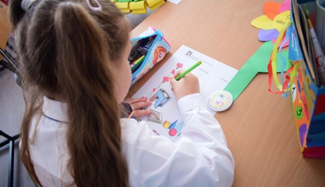 """Foto: """"Accesul gratuit la educaţie este doar pe hârtie în judeţul Constanţa!"""" Părinţii, """"taxaţi"""" la fondul şcolii  şi plata pazei"""