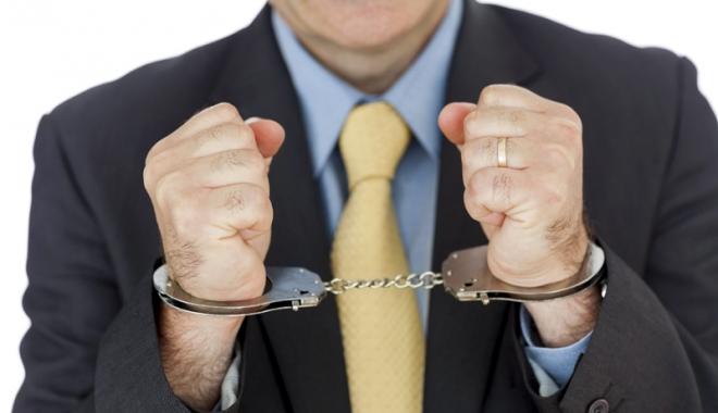 Închisoare pentru patronii care nu plătesc contribuţiile la stat.