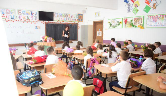 Foto: Bătaie pe locurile la clasa zero în şcolile de renume din Constanţa