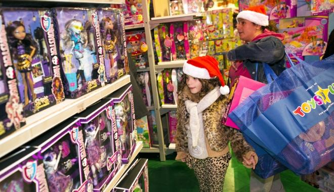 """Foto: """"Bombele"""" din desaga lui Moş Crăciun. Magazinele, pline cu jucării extrem  de periculoase pentru copii"""