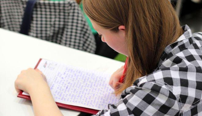 Foto: La loc comanda. Elevii cu medii de admitere mai mici de 5 pot merge la liceu!