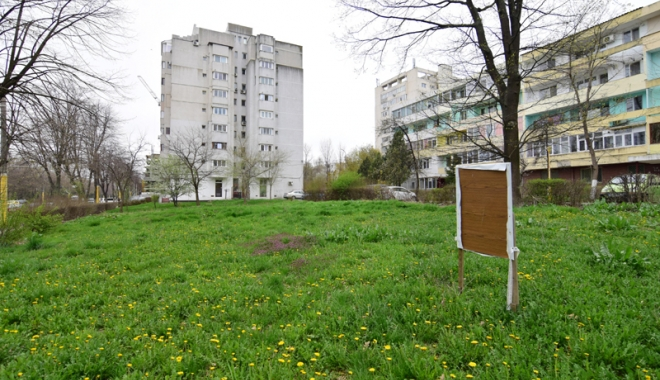 Foto: Betoane pe bulevardul Lăpuşneanu. S-a pus cruce pe ultimele două spaţii verzi de vizavi de Tăbăcărie