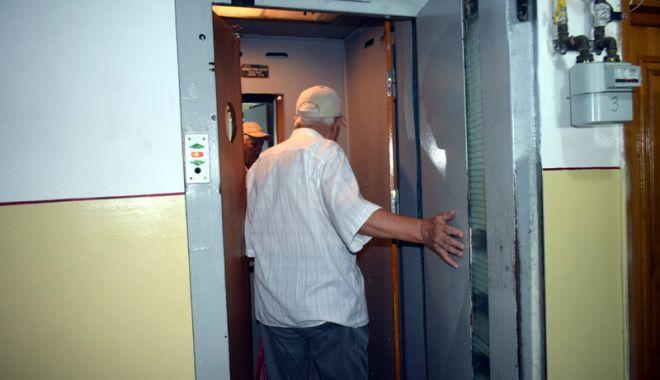 Cât de periculoase sunt ascensoarele vechi, din blocurile comuniste?
