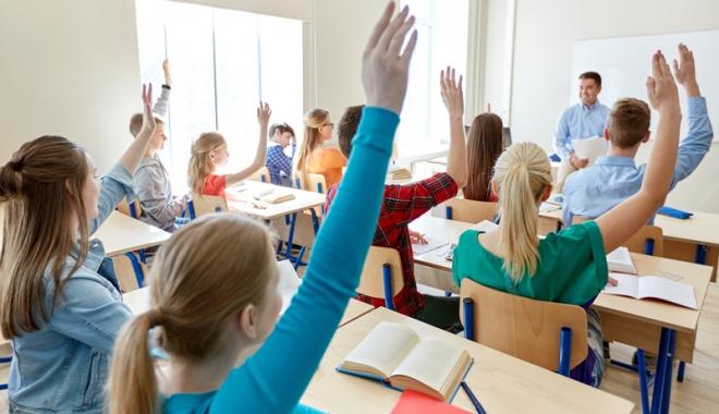 """Foto: """"Lista neagră"""" a şcolilor care nu respectă drepturile elevilor"""