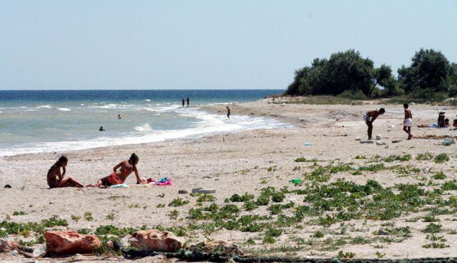 Foto: Relaxare, foşnet de valuri şi nisip sfârâind, pe plajele sălbatice de pe litoral