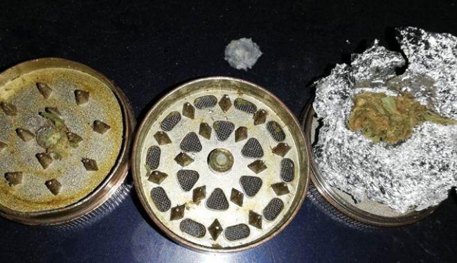 Foto: Litoralul, plin de droguri. Zeci  de tineri prinşi cu pastile şi canabis
