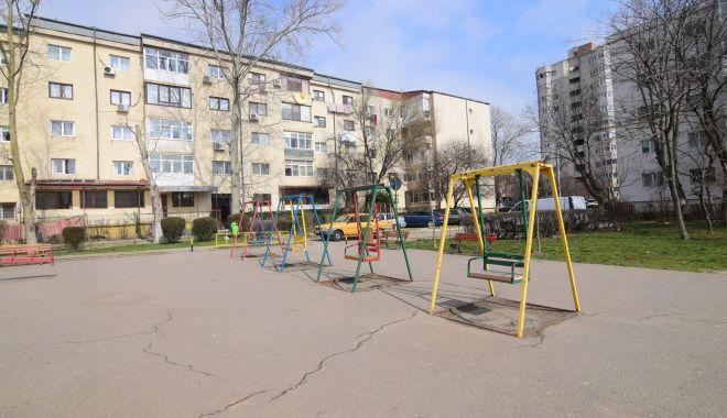 Foto: Vine, vine primăvara….Când vor fi gata locurile de joacă din Constanţa?