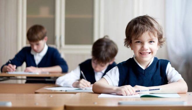 Mai puțini elevi la clasă. Legea Educației, modificată pentru a reduce efectivele de copii - fotofondmaiputinielevi-1598364671.jpg