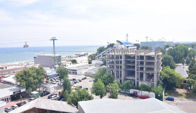 Foto: Blocuri de 8 şi 11 etaje în buricul staţiunii Mamaia. Cine mai construieşte la malul mării