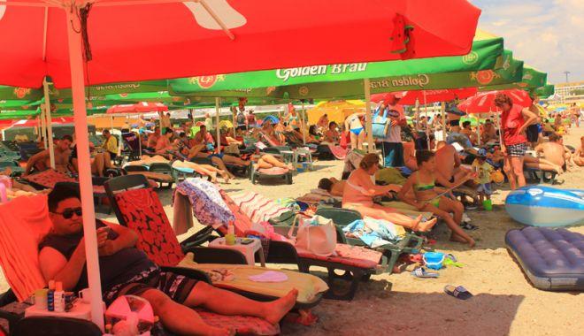 Lovitură pentru constănţeni şi turişti: şezlonguri pe toate plajele reabilitate de pe litoral - fotofondmamaia12-1524759542.jpg