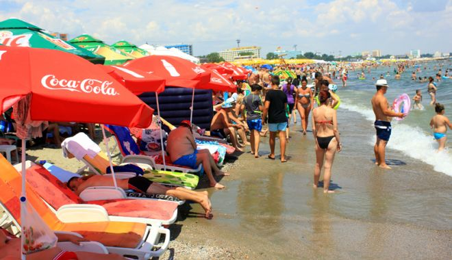 Foto: Lovitură pentru constănţeni şi turişti: şezlonguri pe toate plajele reabilitate de pe litoral