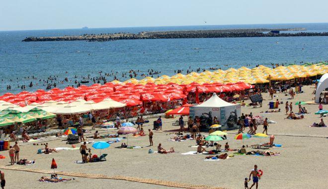 Lovitură pentru constănţeni şi turişti: şezlonguri pe toate plajele reabilitate de pe litoral - fotofondmamaia14-1524759557.jpg