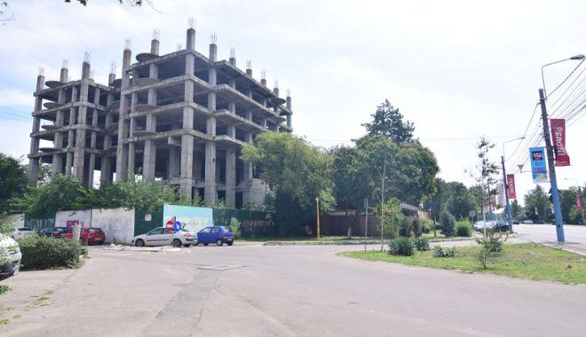 O singură Mamaie, două lumi. Clădiri abandonate şi afaceri înfloritoare - fotofondmamaiacladiriabandonate1-1532451932.jpg