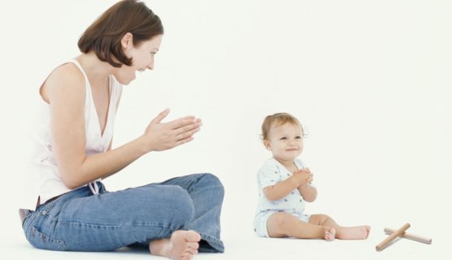 Foto: Veşti bune pentru mămici! Concediu mai lung de creşterea copilului, bani mai mulţi