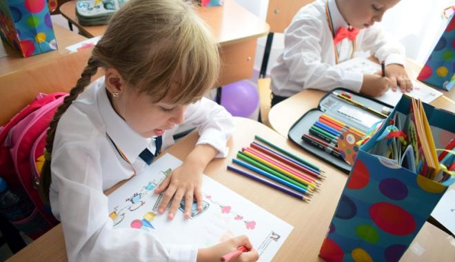 Foto: Manualul şcolar unic devine realitate. Ministrul Educaţiei a lansat dezbaterea publică