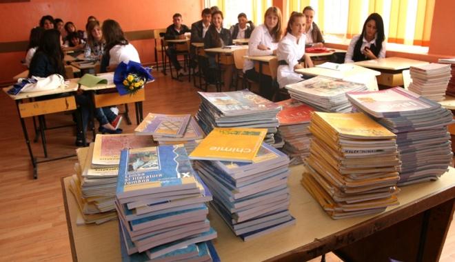 Foto: Pro sau contra. Fără manuale tipărite la clasele primare?