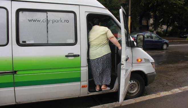 Alo, ANAF? Cine protejează din umbră afacerea cu microbuze maxi-taxi - fotofondmaxitaxi-1435504361.jpg