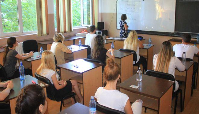 Foto: Se pregăteşte o nouă reformă în învăţământ. Elevii cer să fie consultaţi pentru noile legi