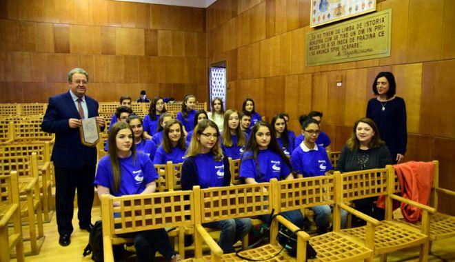 Prima echipă Euroscola din România care merge în Parlamentul European - fotofondmircistii3-1516902388.jpg