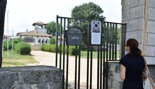 Unii cu istoria, alţii cu manglele imobiliare! Castelul Reginei din Mamaia, ce tristeţe… - fotofondmonumenteistoricemamaia-1560453671.jpg