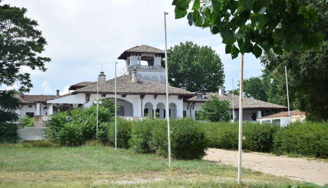Unii cu istoria, alţii cu manglele imobiliare! Castelul Reginei din Mamaia, ce tristeţe… - fotofondmonumenteistoricemamaia3-1560453557.jpg