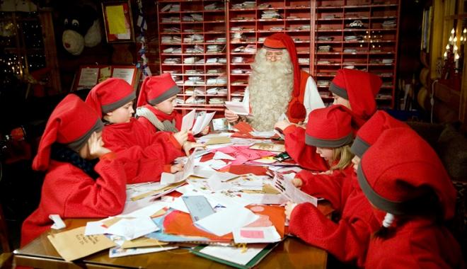 Foto: Cine citeşte scrisorile lui Moş Crăciun?