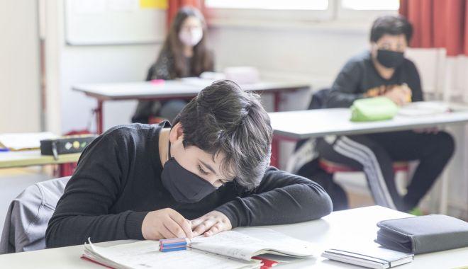 Orar mai scurt, o zi la școală, o zi acasă - variantele pentru deschiderea școlilor din Constanța - fotofondorarmaiscurt1111-1598550290.jpg