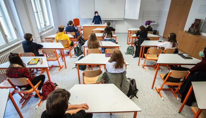Orar mai scurt, o zi la școală, o zi acasă - variantele pentru deschiderea școlilor din Constanța - fotofondorarmaiscurt1112-1598550313.jpg