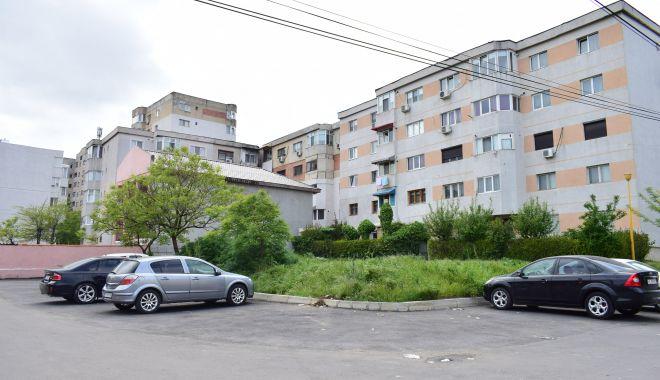 Blocuri și supermarketuri, în loc de parcări, în Constanța.