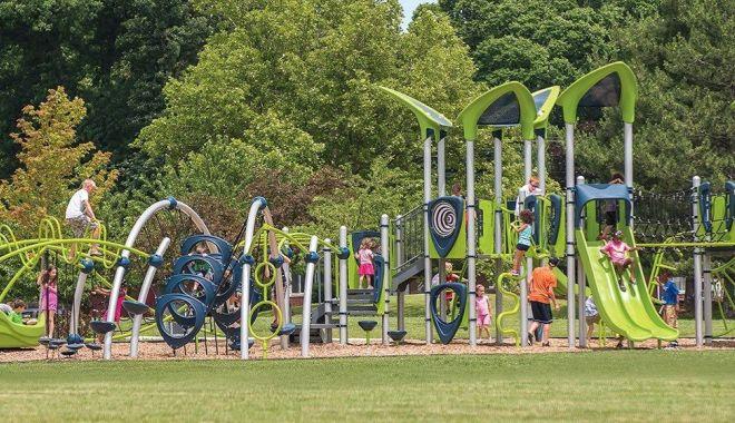 Foto: Parc pentru copii și parcare uriașă, la ieșire din Constanța, spre Ovidiu