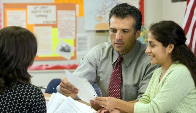 """Foto: """"Soluţia"""" pentru perlele de la Bac sau profesorii plafonaţi: educaţi-i pe părinţi!"""