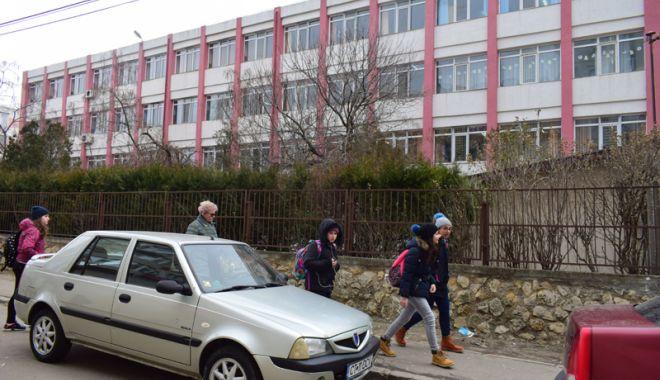 """Foto: """"Elevii şi profesorii au nevoie urgentă  de protecţie în unităţile de învăţământ!"""""""