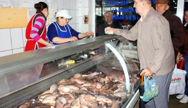 Foto: Ţi-e poftă de peşte? Atenţie mare  ce cumperi. Somonul vopsit şi macroul cu mercur sunt pe toate galantarele