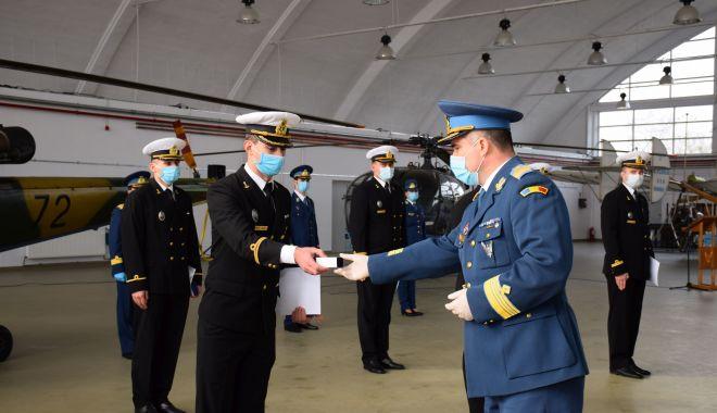 """Şapte absolvenţi ai Academiei Navale """"Mircea cel Bătrân"""", piloţi brevetaţi în aviaţia navală - fotofondpiloti-1607107711.jpg"""
