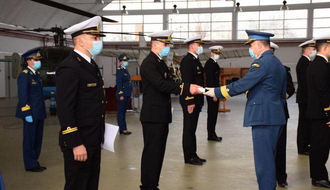 """Şapte absolvenţi ai Academiei Navale """"Mircea cel Bătrân"""", piloţi brevetaţi în aviaţia navală - fotofondpiloti1-1607107733.jpg"""