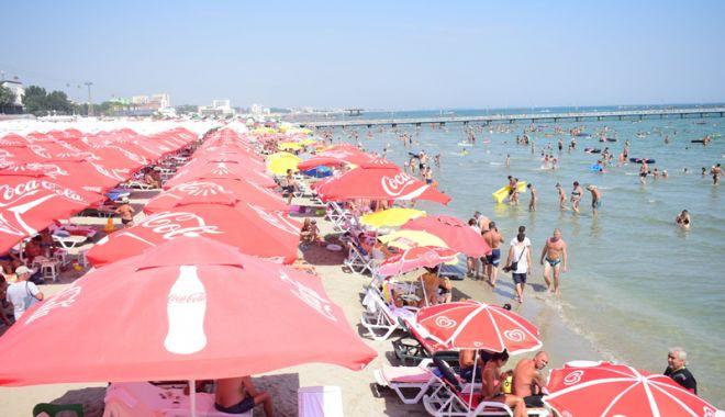 Foto: Cine a pus mâna pe plajele de pe litoral? Hotelierii se plâng degeaba, autoritățile încurajează specula cu bucăți de nisip