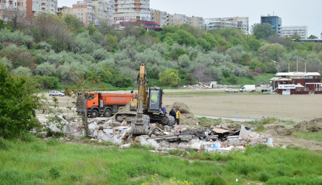 Plaja Modern intră în secolul XXI! Au fost dărâmate clădirile ceauşiste şi a început reamenajarea zonei - fotofondplaja4-1494762309.jpg