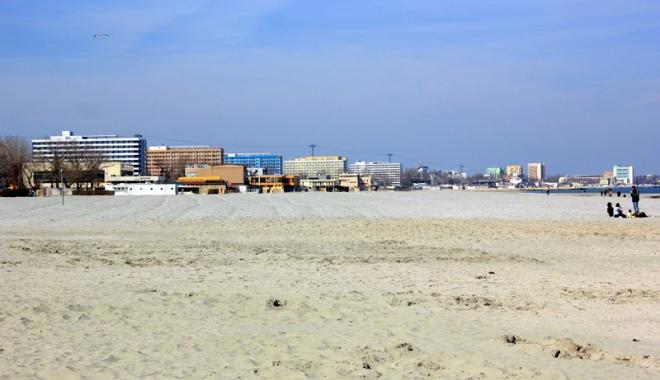 Foto: Disput� pentru noile plaje! Vom pl�ti  pentru �ezlonguri sau punem, gratis, cear�aful?