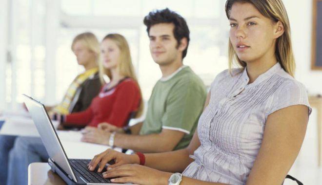 """Foto: """"Durerile"""" sistemului de Educaţie, reactivate  de consultările pentru noile programe de liceu"""
