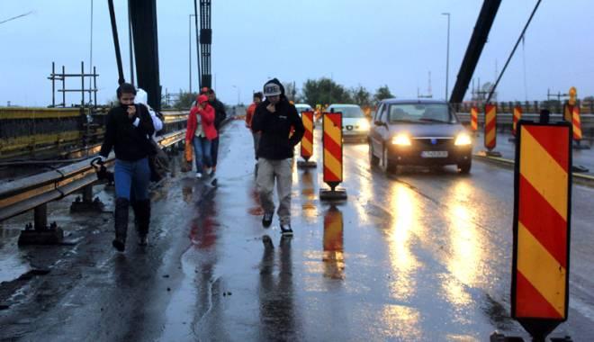 Foto: C�nd se �nchide podul de la Agigea? Prefectul �l blocheaz� diminea�a, CNADNR �l deschide la pr�nz