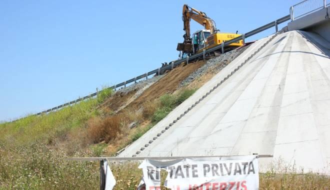 Foto: Cine face �i ce tot desface, ziua-ntreag�, la podul nou de la Agigea