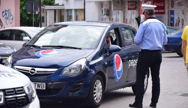 """Foto: Poliţiştii locali fac legea în Constanţa? """"Au dreptul să încătuşeze, dar nu pot opri şoferii în trafic!"""""""